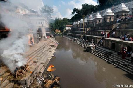 Crémation à Pashupatinath à Katmandou