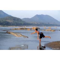 Pêche à l'épervier à Luang Prabang