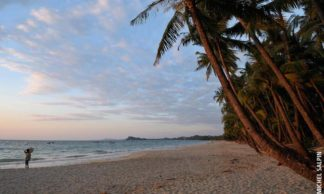 Coucher de soleil sur la page de Ngapali au Myanmar