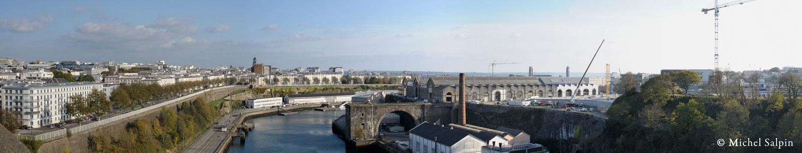 Vue côté mer du pont de l'Harteloire à Brest