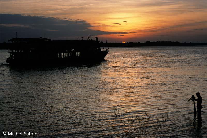 Le Mekong au couchant à Vientiane