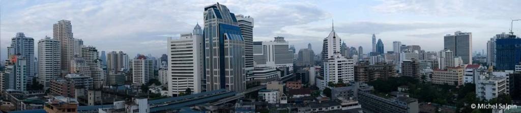 Vue de Sukkhumvit sur la partie moderne de Bangkok - BTS Skytrain